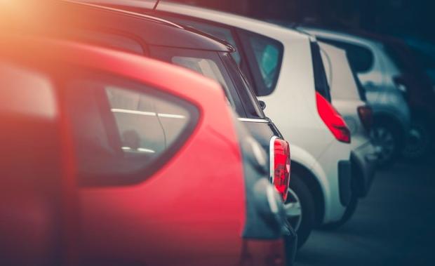 autókereskedelmi befektetési vélemények)