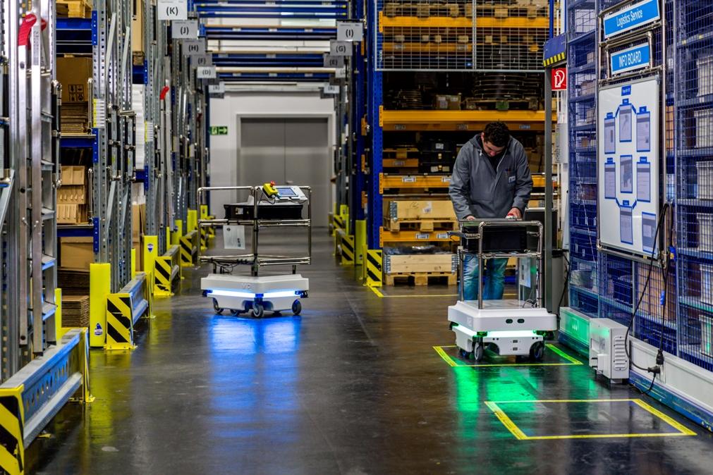 Mobil robotok a csomagolóiparban: Hogyan lesznek alkalmazkodni képes gyári munkások?